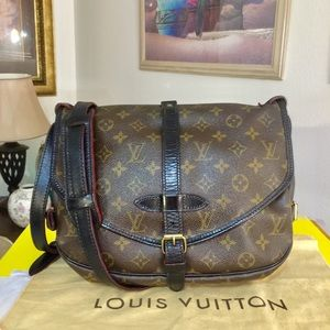 Louis Vuitton Saumur 30 Shoulder Bag 💼 Black